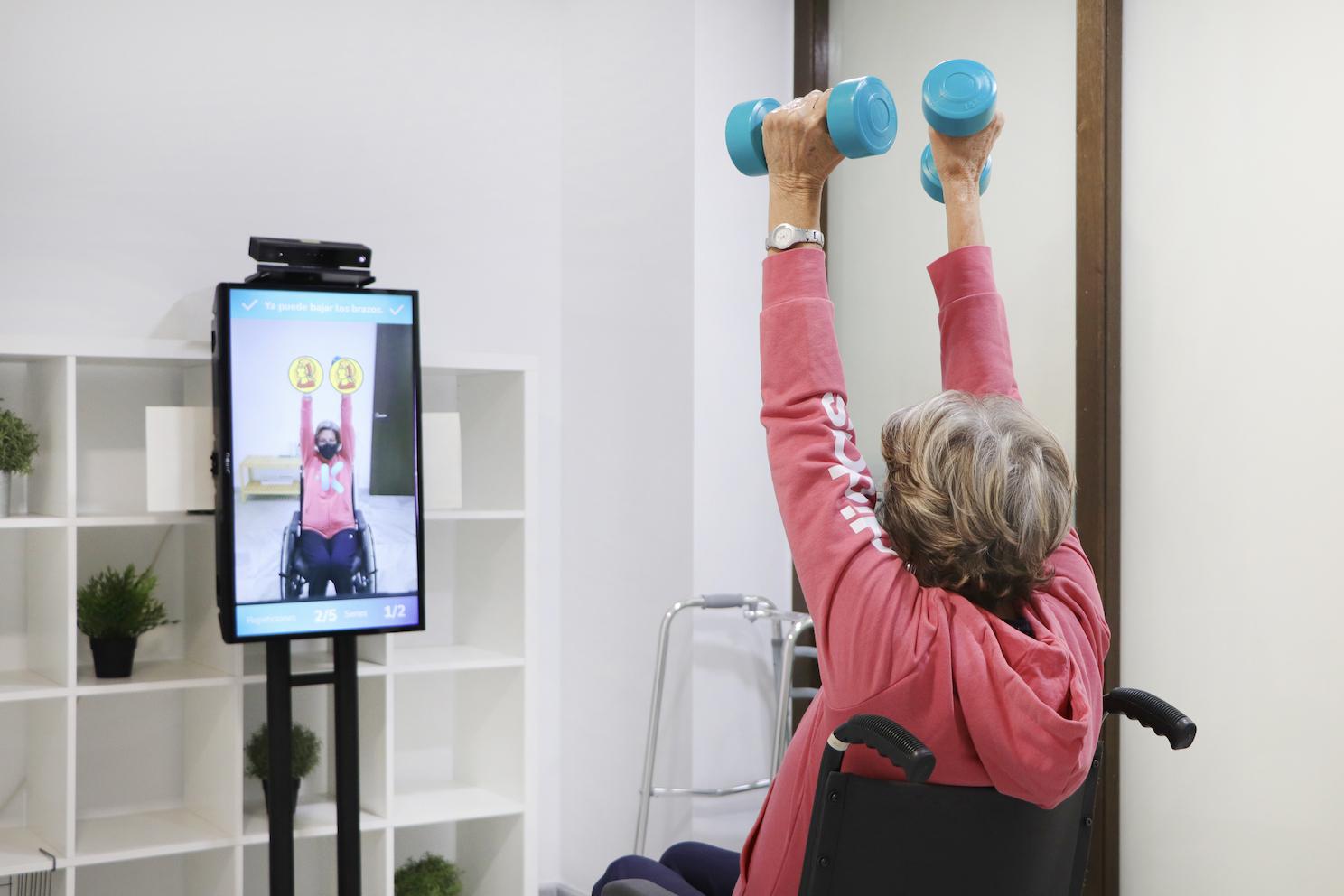 Rehabilitación virtual para mejorar la salud física de las personas mayores